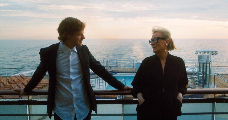 "Lucas Hedges i Meryl Streep w filmie ""Niech gadają"" (reż. Steven Soderbergh, 2020)"