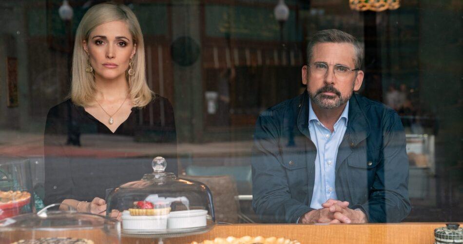 """Rose Byrne i Steve Carell w filmie """"Cynicy i praktycy"""" (reż. Jon Stewart, 2020)"""