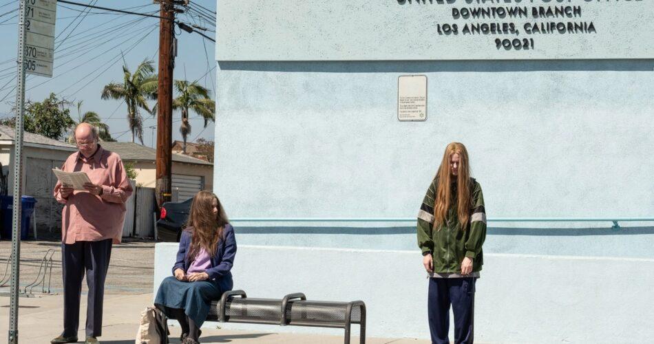 """Richard Jenkins, Debra Winger i Evan Rachel Wood w filmie """"Tani cwani"""" (reż. Miranda July, 2020)"""