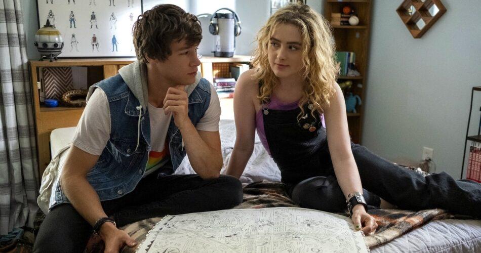 """Kyle Allen i Kathryn Newton w filmie """"Mapa maleńkich wspaniałości"""" (reż. Ian Samuels, 2021)"""