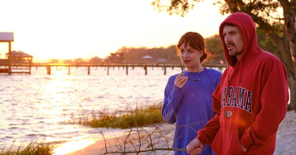 """Dakota Johnson i Casey Affleck w filmie """"Przyjaciel domu"""" (reż. Gabriela Cowperthwaite, 2019)"""