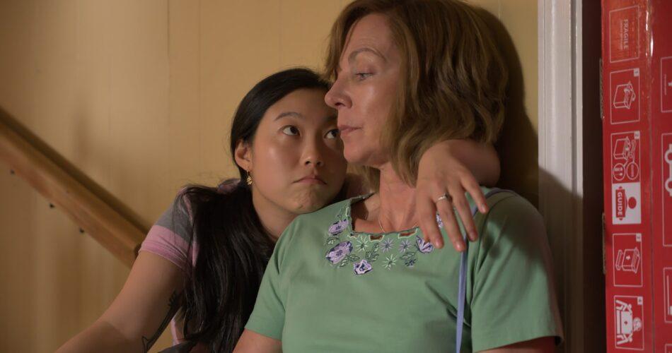 "Awkwafina i Allison Janney w filmie ""Skandal w hrabstwie Yuba"" (reż. Tate Taylor, 2021)"