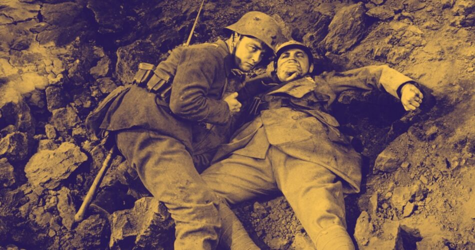 """Lew Ayres i Raymond Griffith w filmie """"Na Zachodzie bez zmian"""" (reż. Lewis Milestone, 1930)"""