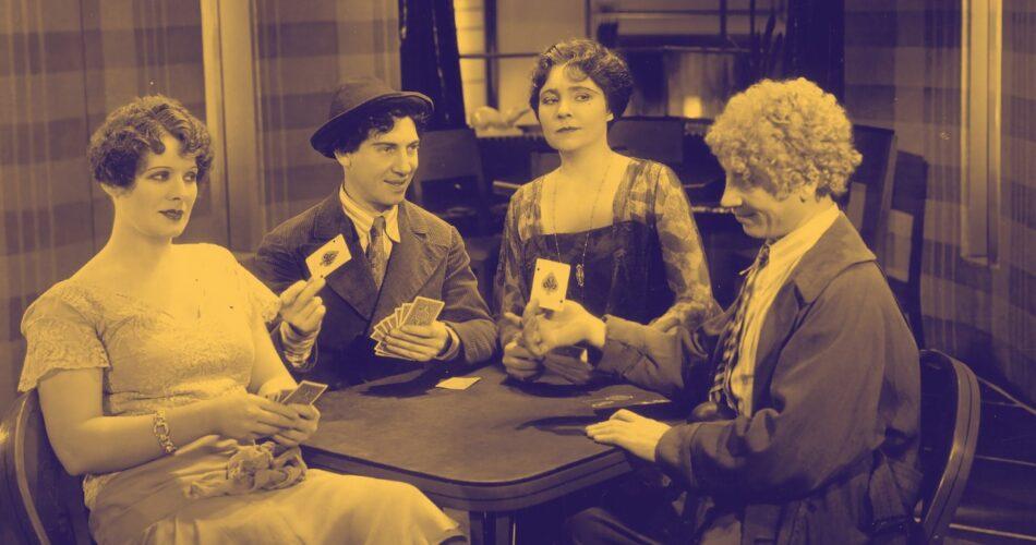 """Margaret Irving, Chico Marx, Margaret Dumont i Harpo Marx w filmie """"Sucharki w kształcie zwierząt"""" (reż. Victor Heerman, 1930)"""